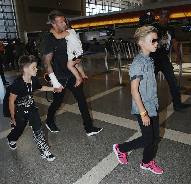 David Beckham à l'aéroport de Los Angeles avec sa tribu le 29 août 2014