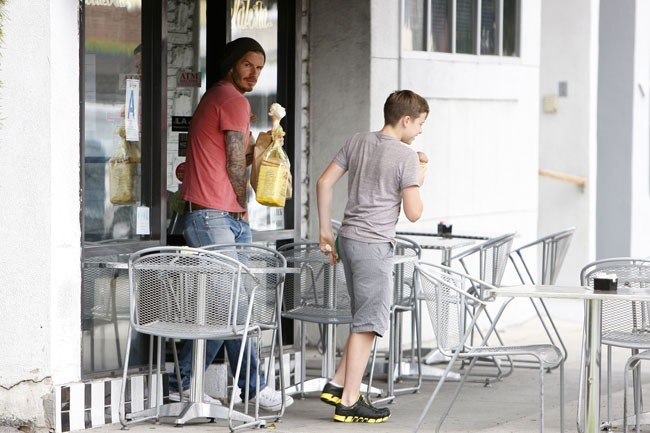 David Beckham et son fils Brooklyn le 30 avril 2012 à Beverly Hills