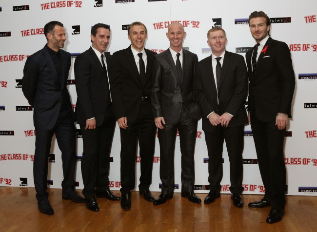 "Ryan Giggs, Gary Neville, Phil Neville, Nicky Butt, Paul Scholes et David Beckham lors de la première mondiale du documentaire ""The Class of 92"" à..."