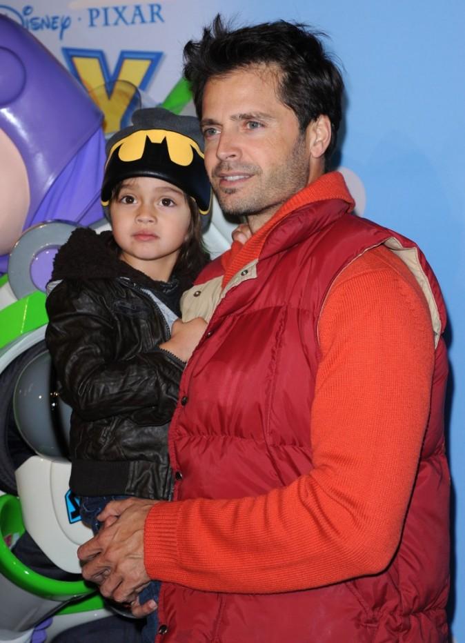David Charvet et son fils lors de la première du spectacle Disney On Ice : Toy Story 3, à Los Angeles le 14 décembre 2011.