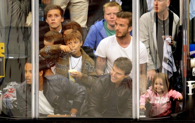 La famille Beckham, Tom Cruise et son fils Connor lors d'un match de hockey sur glace à Los Angeles, le 28 mai 2013.