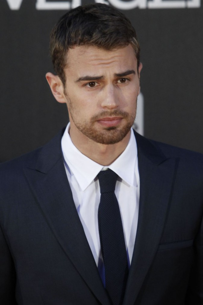6ème : Theo James