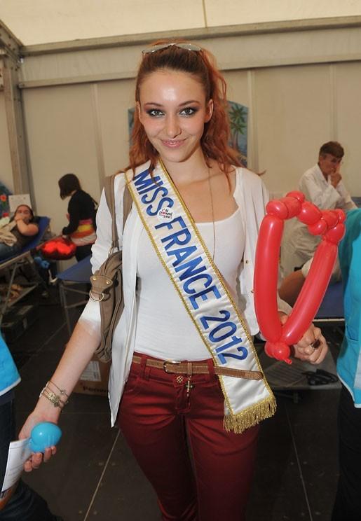 Delphine Wespiser (Miss France 2012) donne son sang le 14 juin 2012