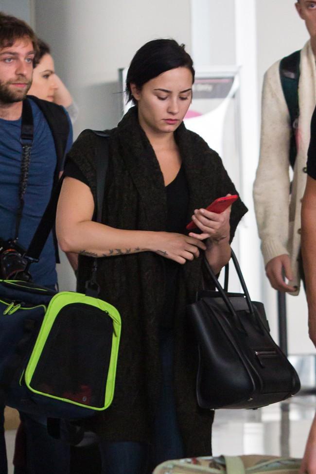 Demi Lovato à l'aéroport JFK de New-York le 28 septembre 2015