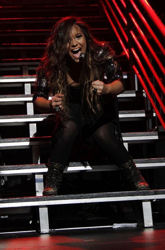 A 19 ans, Demi Lovato s'insurge conter le culte de la minceur