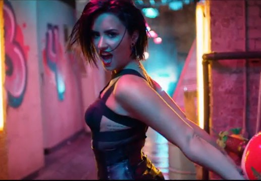 Demi Lovato dans le clip Cool for the summer