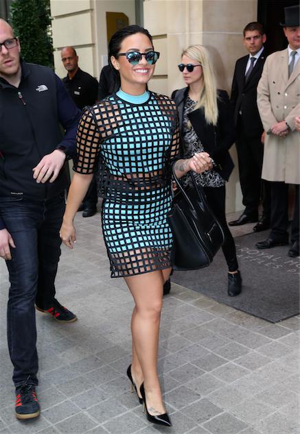 Demi Lovato : Ultra stylée pour une journée marathon à Paris !