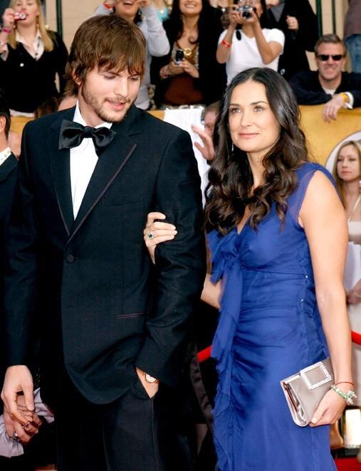 Moments heureux avec Ashton Kutcher... elle a encore des formes