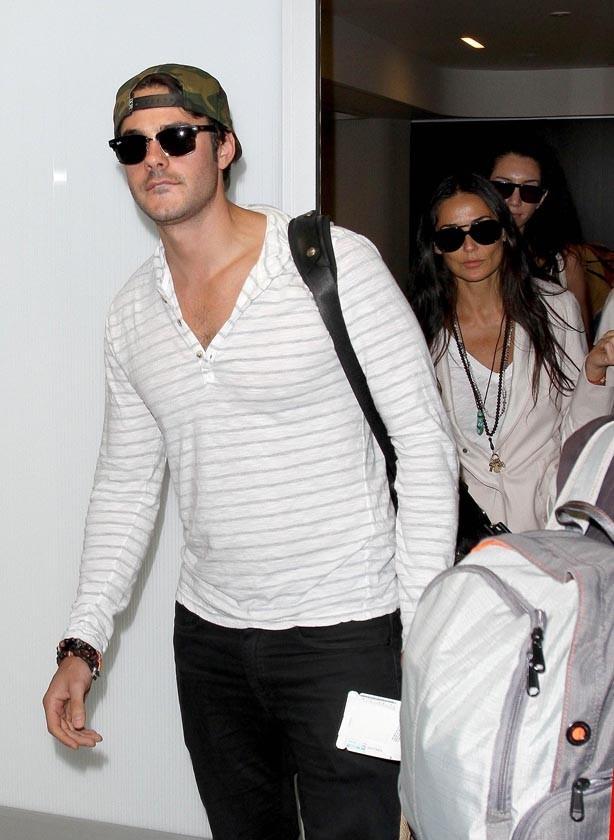 Jayson Blair et Demi Moore à l'aéroport de Los Angeles le 24 juin 2013