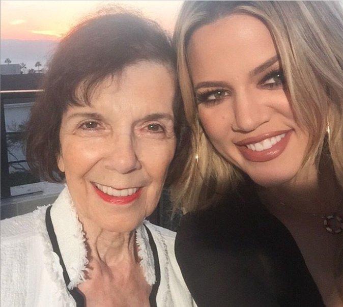 Khloe et grand maman, heureuse pour la fête des mères
