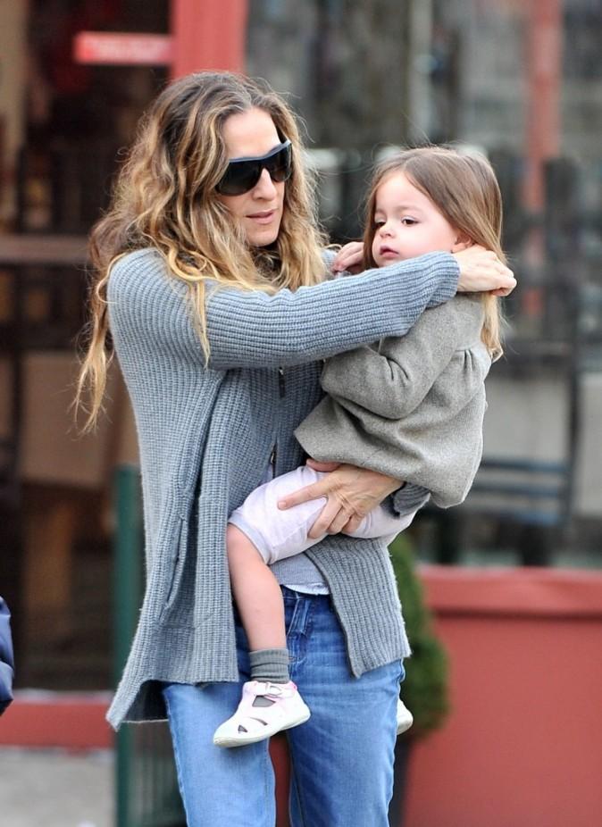 Marion adore être dans les bras de sa maman !
