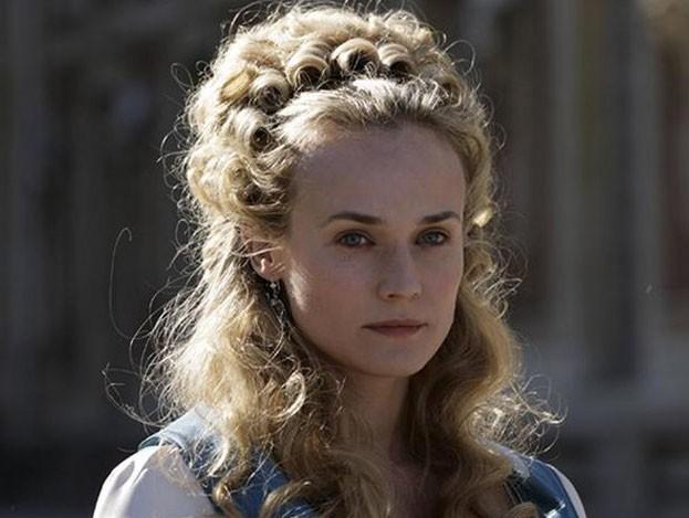 Diane Kruger a enfilé sa plus belle perruque pour jouer Marie-Antoinette !