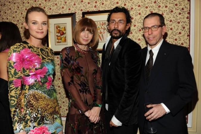 Diane Kruger, Anna Wintour, Hayder Ackermann et Jonathan Newhouse lors du dîner Versace Eyewear à Paris, le 23 janvier 2012.