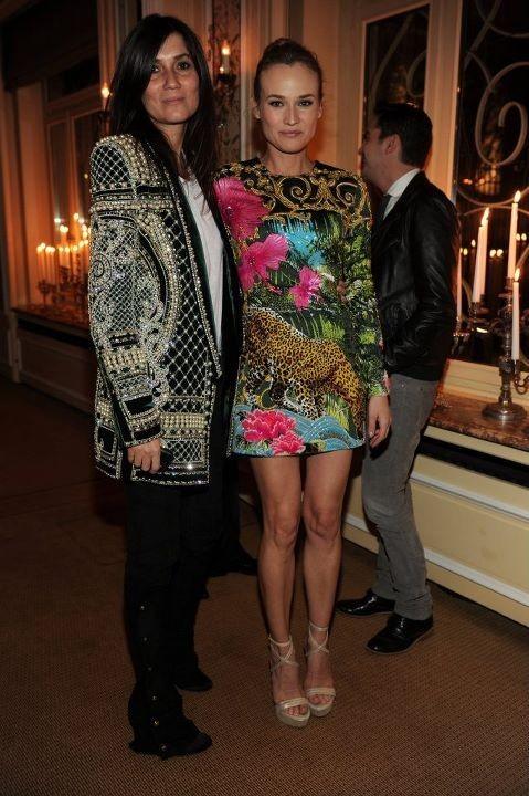 Emanuelle Alt et Diane Kruger lors du dîner Versace Eyewear à Paris, le 23 janvier 2012.