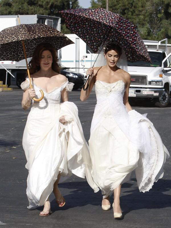 Dana Delany et Teri Hatcher pendant le tournage d'un épisode
