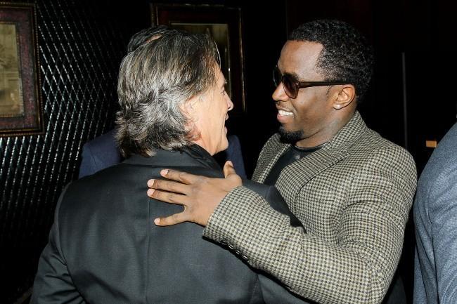 Don Johnson félicité par P.Diddy le 11 décembre 2012 à New York