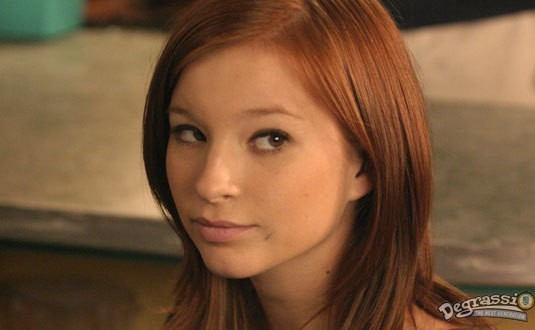 Stacey Farber dans le rôle de Ellie