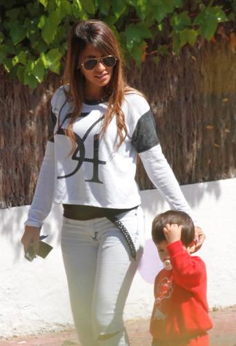 Photos : duo mère-fils à croquer pour la compagne et le bébé de Lionel Messi !
