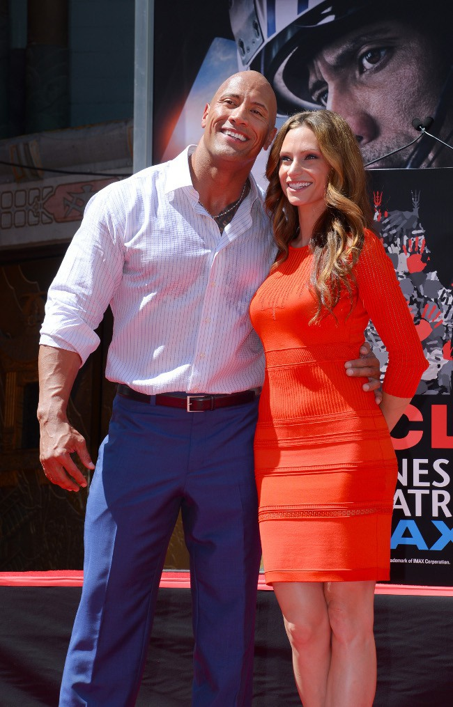 Dwayne Johnson et sa girlfriend Lauren Hashian à Hollywood le 19 mai 2015
