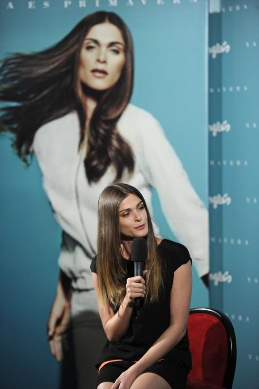 Elisa Sednaoui en promo pour El Cortes Inglés à Madrid, le 12 mars 2014.