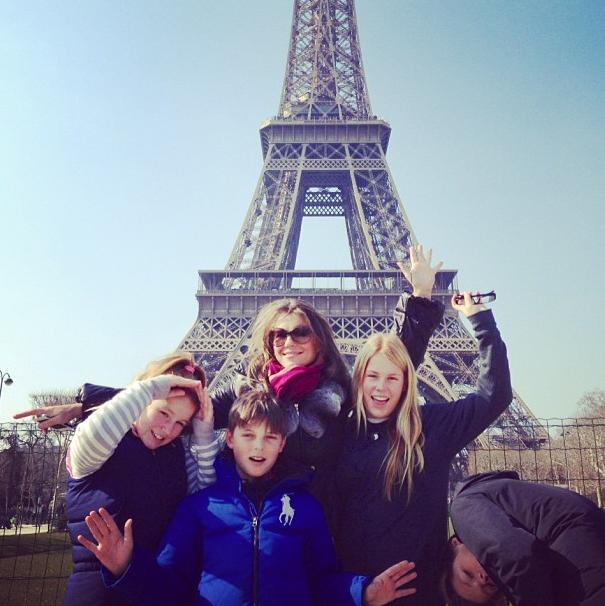 La grande famille sous la Tour Eiffel