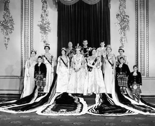 Elizabeth II est couronnée le 2 juin 1953