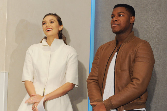 Photos : Elizabeth Olsen : toute de blanc vêtue pour annoncer les nominations des Independent Spirit Awards