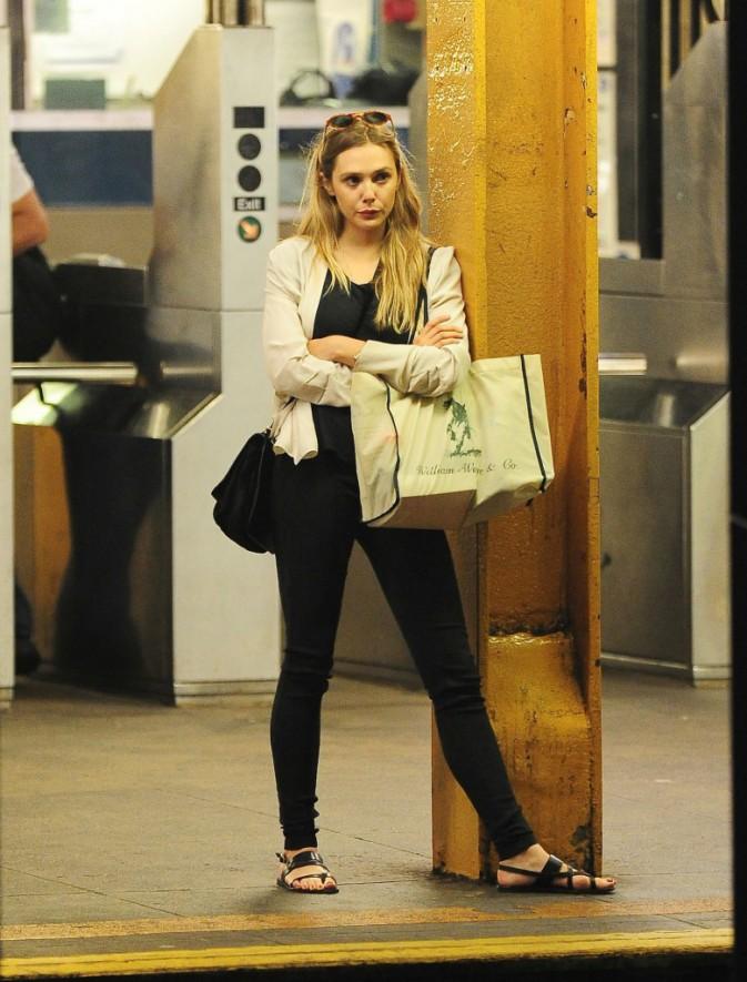 Elizabeth Olsen dans le métro new-yorkais le 5 septembre 2013