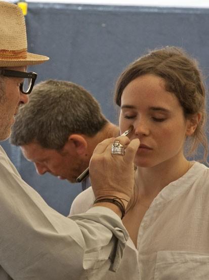 Ellen Page, docile sur le tournage !