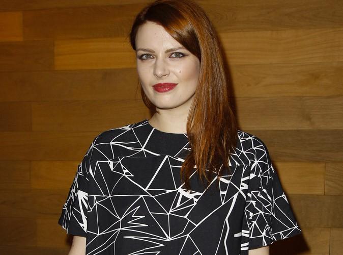 Photos : Elodie Frégé : elle nous hypnotise avec sa robe graphique !