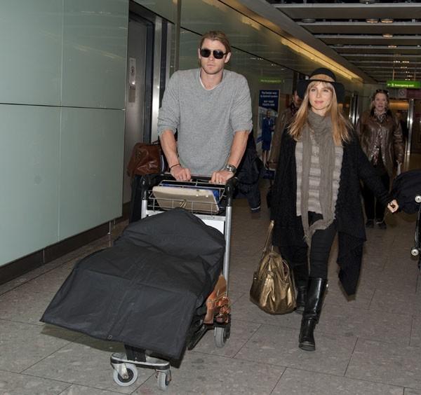 Chris Hemsworth et Elsa Pataky à leur arrivée à Londres !