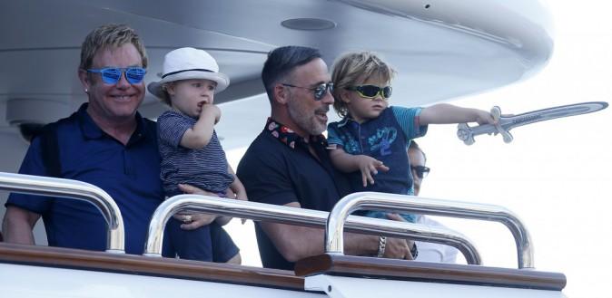 Elton John et David Furnish savourent des vacances en famille à Saint-Tropez