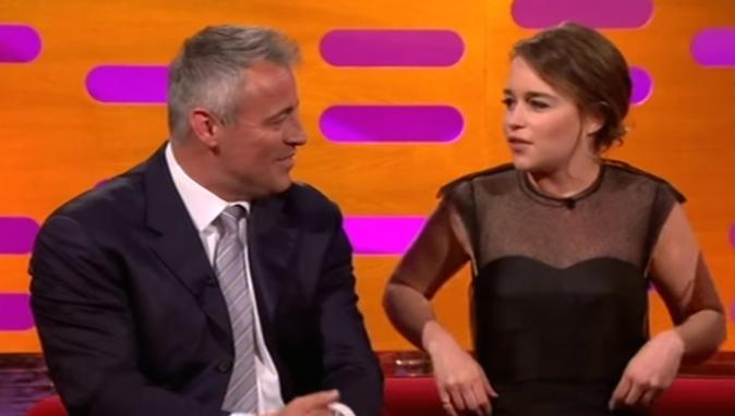 """Photos : Emilia Clarke craque pour un acteur de la série """"Friends"""" !"""