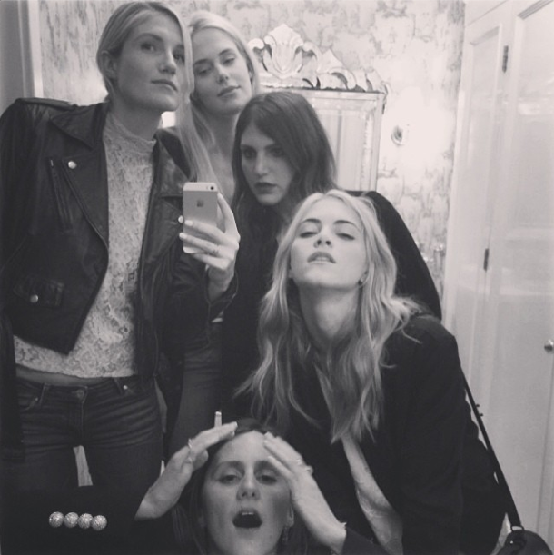 Emily Wickersham est addict à Instagram