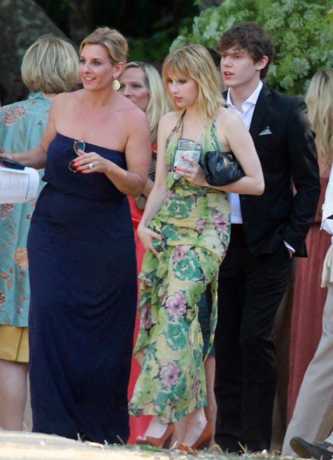 Emma Roberts le 14 juillet 2012 à Santa Barbara