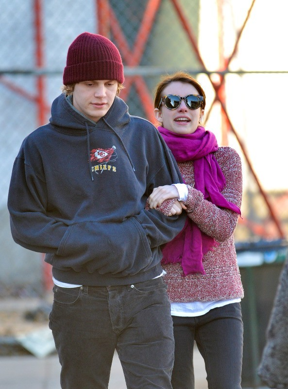 Emma Roberts et Evan Peters le 7 janvier 2013 à New York
