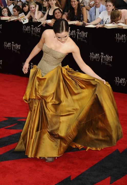 Emma Watson se croit en pleine Fashion Week !