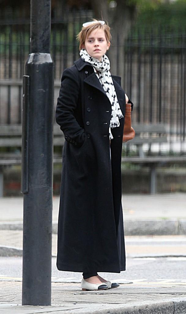 Emma Watson méconnaissable dans les rues de Londres, le 7 septembre 2011.