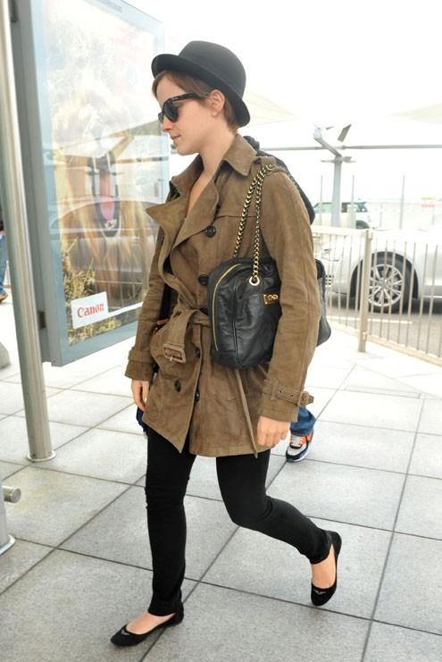 Emma Watson à l'aéroport d'Heathrow, le vendredi 8 juillet 2011.