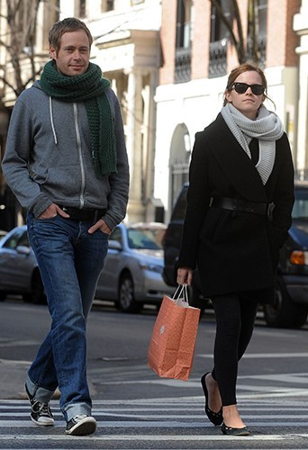 Emma Watson dans les rues de New-York le 6 avril 2013