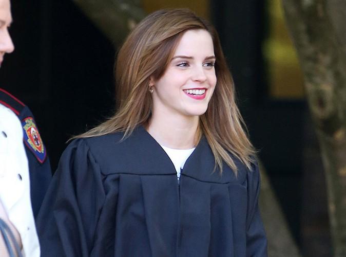 Emma Watson : radieuse pour assister � la c�r�monie de remise des dipl�mes � Brown !