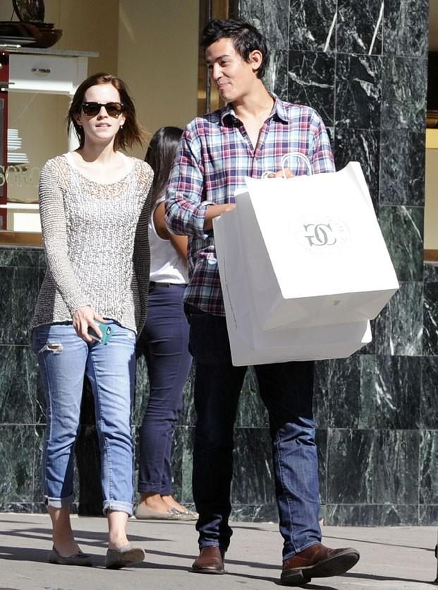 Emma Watson et son boyfriend dans les rues de New-York le 16 septembre 2012