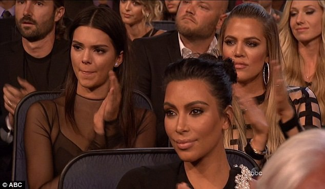 Kendall, Kim et Khloe durant la cérémonie le 15 juillet 2015
