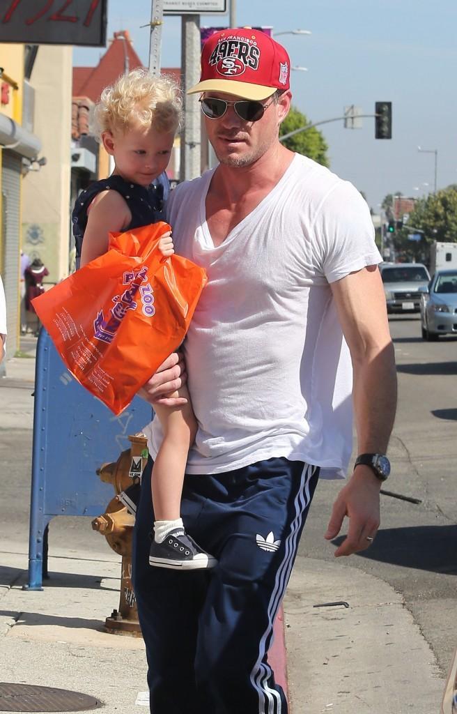 Eric Dane et sa fille Billie à Los Angeles le 3 octobre 2012