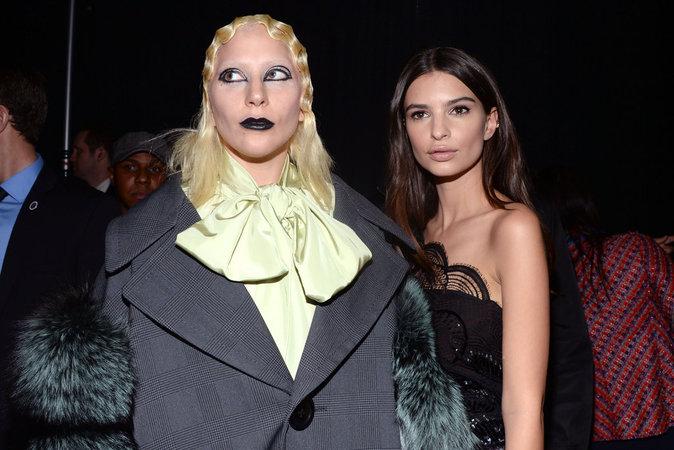 Photos : Emily Ratajkowski une déesse chez Marc Jacobs!