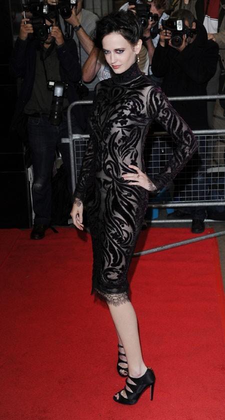 L'ex-James Bond Girl manque de fraîcheur !