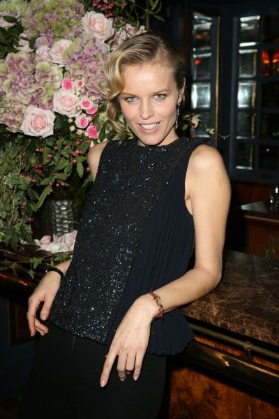 Eva Herzigova lors du cocktail Dior à Paris, le 24 octobre 2012.