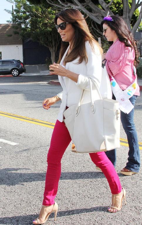 Eva Longoria et sa soeur Emily à la sortie du salon de Ken Paves à Beverly Hills le 26 juin 2014
