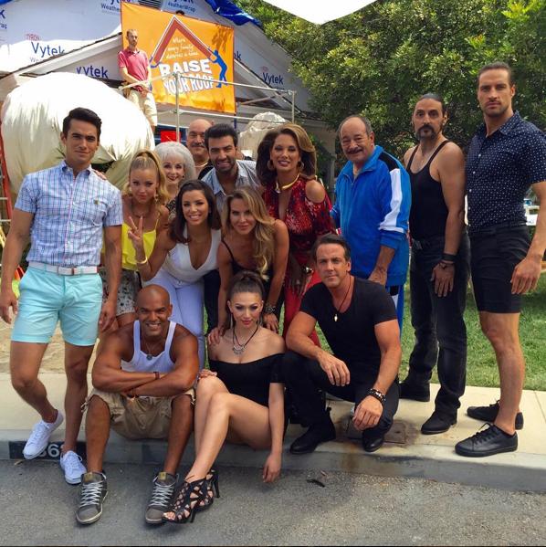 Eva Longoria et le casting de sa future telenovela à Wysteria Lane