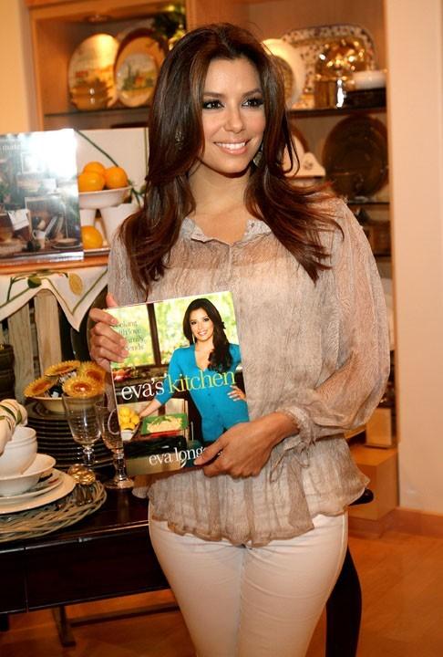 Trop fière de son livre de cuisine !